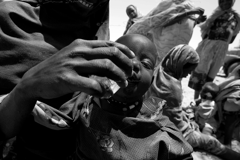 Sinet, Eastern Tchad, June 12, 2004.A new group of Sudanese refugees has just arrived to safety across the Tchadian border.