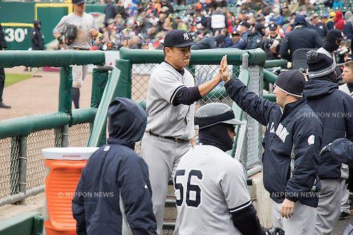 Masahiro Tanaka (Yankees),<br /> APRIL 23, 2015 - MLB : Masahiro Tanaka (C) of the New York Yankees high fives during a Major League Baseball game against the Detroit Tigers at Comerica Park in Detroit, Michigan, United States.<br /> (Photo by Thomas Anderson/AFLO) (JAPANESE NEWSPAPER OUT)