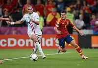 FUSSBALL  EUROPAMEISTERSCHAFT 2012   HALBFINALE Portugal - Spanien                  27.06.2012 Pepe (li, Portugal) gegen Pedro Rodriguez (re, Spanien)