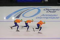 SCHAATSEN: CALGARY: Olympic Oval, 09-11-2013, Essent ISU World Cup,Team Pursuit, Sven Kramer, Koen Verweij, Jan Blokhuijsen (NED), ©foto Martin de Jong