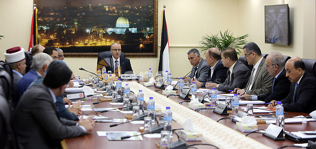 Palestinian Prime Minister Rami Hamdallah chairs a meeting of council of Ministers in the West Bank city of Ramallah, on May 11, 2017. Photo by Prime Minister Office