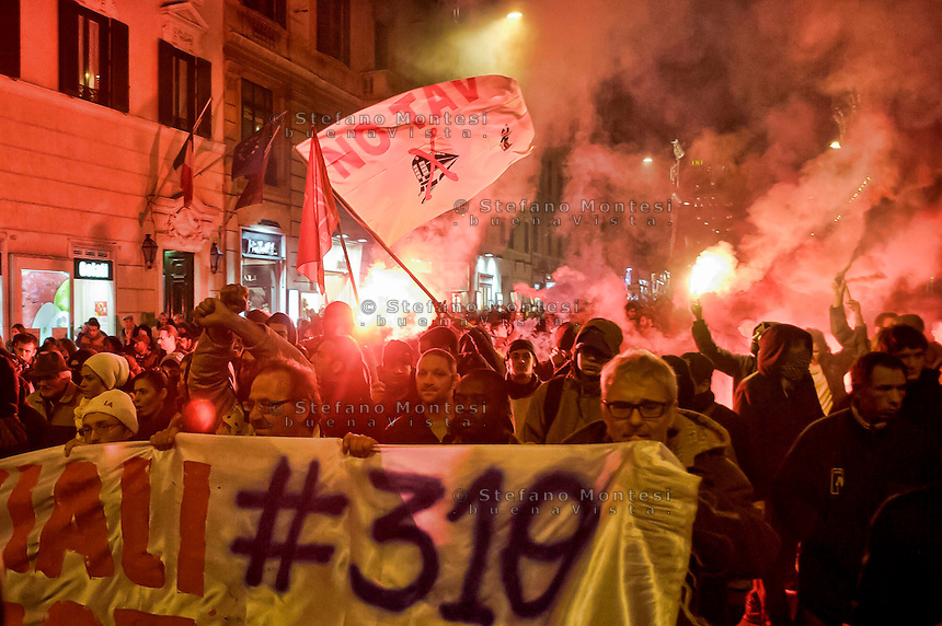 Roma, 13 Febbraio 2014<br /> Manifestazione dei movimenti di lotta per la casa dopo gli arresti di 17  attivisti per  gli scontri con la polizia del 31 ottobre a via del Tritone, durante la manifestazione contro la conferenza  Stato,Regioni,province,comuni sul tema della casa.<br /> Rome , February 13, 2014<br /> Demostration  of the  movements for housing rights, after the arrests,  today  of 17 activists for the  clashes with the police,  the  31 October at Via del Tritone , during the demonstration against the conference between state, regions, provinces, municipalities on the theme of the house.