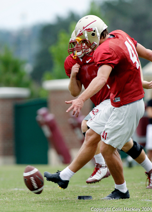 TALLAHASSEE, FL. 8/26/09-FSU-ESCO 0826 CH01-Florida State's  James Esco does a squib kick during practice Wednesday in Tallahassee...COLIN HACKLEY PHOTO
