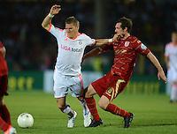 FUSSBALL  DFB POKAL       SAISON 2012/2013 Jahn Regensburg - FC Bayern Muenchen  20.08.2012 Bastian Schweinsteiger (li, FC Bayern Muenchen) gegen Sebastian Nachreiner (SSV Jahn Regensburg)