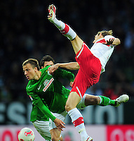 FUSSBALL   1. BUNDESLIGA   SAISON 2012/2013   4. SPIELTAG SV Werder Bremen - VfB Stuttgart                         23.09.2012        Philipp Bargfrede (li, SV Werder Bremen) gegen Georg Niedermeier (re, VfB Stuttgart)