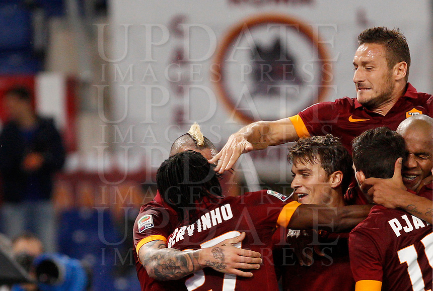 Calcio, Serie A: Roma vs Inter. Roma, stadio Olimpico, 30 novembre 2014.<br /> Roma&rsquo;s Gervinho, left, back to camera, celebrates with teammates after scoring during the Italian Serie A football match between AS Roma and FC Inter at Rome's Olympic stadium, 30 November 2014.<br /> UPDATE IMAGES PRESS/Riccardo De Luca