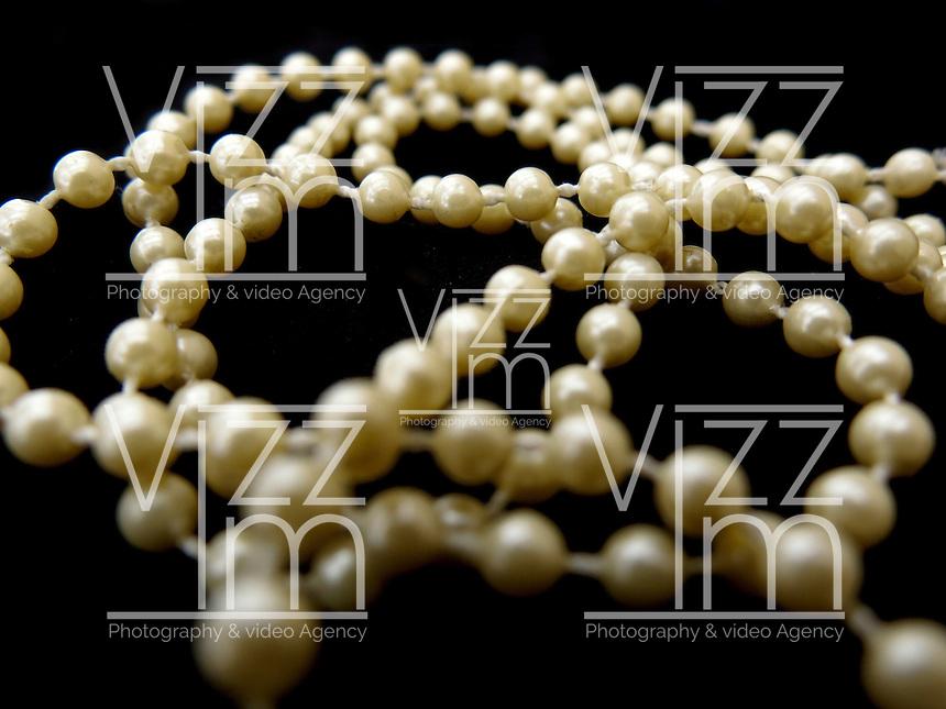 BOGOTÁ-COLOMBIA-23-01-2013. Cadena de perlas. Pearls chain. (Photo:VizzorImage)