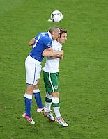 FUSSBALL  EUROPAMEISTERSCHAFT 2012   VORRUNDE Italien - Irland                       18.06.2012 Giorgio Chiellini (li, Italien) gegen Kevin Doyle (re, Irland)