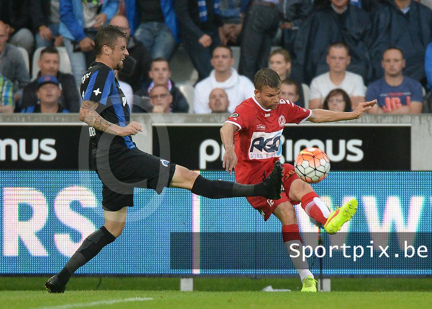 Club Brugge - KV Kortrijk : Lukas Van Eenoo (r) voor Claudemir <br /> Foto VDB / Bart Vandenbroucke