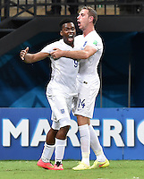 FUSSBALL WM 2014  VORRUNDE    Gruppe D     England - Italien                         14.06.2014 Torjubel nach dem 1:1: Daniel Sturridge (li) und Jordan Henderson (re, England)