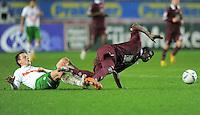 FUSSBALL   1. BUNDESLIGA  SAISON 2011/2012   18. Spieltag 1. FC Kaiserslautern - SV Werder Bremen        21.01.2012 Philipp Bargfrede (li, SV Werder Bremen)  gegen Dorge Kouemaha (1. FC Kaiserslautern)