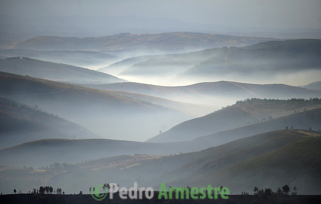 General view of a forest fire burning in Vilarino de Couso, near Laza, in Ourense, on September 01, 2010. (c)Pedro ARMESTRE