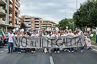 Roma 29 Settembre 2013<br /> Manifestazione della Associazione Volontari Sicurezza del quartiere  Ponte di Nona per la legalit&agrave;, contro il vicino campo nomadi di Via Salone  e contro le occupazioni  abusive di immobili da parte di senza casa.<br /> Rome, 29th  September 2013<br /> Manifestation of the Volunteer Association of Security in  the district Ponte di Nona for the legality, against the nearby the gypsy camp of via Salone, and against the illegal occupation of buildings by  homeless.