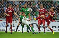 FUSSBALL   1. BUNDESLIGA   SAISON 2011/2012    5. SPIELTAG SV Werder Bremen - Hamburger SV                         10.09.2011 Aleksandar IGNJOVSKI (2. v.l.) spektakulaer gegen Marcell JANSEN (li) und Slobodan RAJKOVIC (3. vl.l) und Per SKJELBRED (re, alle Hamurg).