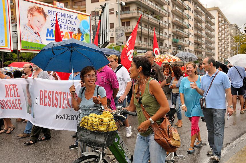 Palermo, sciopero dei precari della scuola e degli studenti contro la riforma Gelmini.<br /> Palermo, strike against government cuts of funding for public school.
