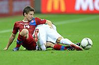 FUSSBALL  EUROPAMEISTERSCHAFT 2012   VIERTELFINALE Tschechien - Portugal              21.06.2012 Vaclav Pilar (li, Tschechische Republik) gegen Joao Pereira (re, Portugal)