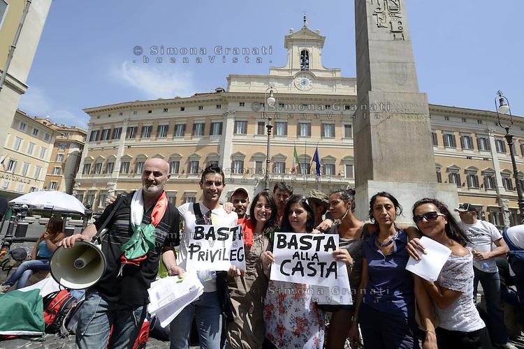 Roma, 11 Luglio 2012.Montecitorio.Catena umana in Piazza Montecitorio e consegna della petizione per una nuova legge elettorale, contro la casta e per la riduzione dei parlamentari.