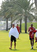 Fussball 1. Bundesliga:  Saison   2011/2012    Winter Trainingslager des FC Bayern Muenchen  03.01.2012 Mario Gomez mit umgeschlagenem Handtuch (li) und  Jerome Boateng