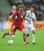 FUSSBALL  EUROPAMEISTERSCHAFT 2012   VIERTELFINALE Tschechien - Portugal              21.06.2012 Petr Jiracek (li, Tschechische Republik) gegen Joao Moutinho (re, Portugal)
