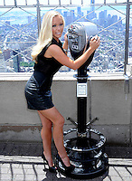 Kendra Wilkinson on top of Empire State Building - New York