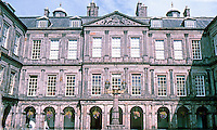 Edinburgh: Holyrood Palace. Official residence of the Kings and Queens of Scotland. Photo '87.