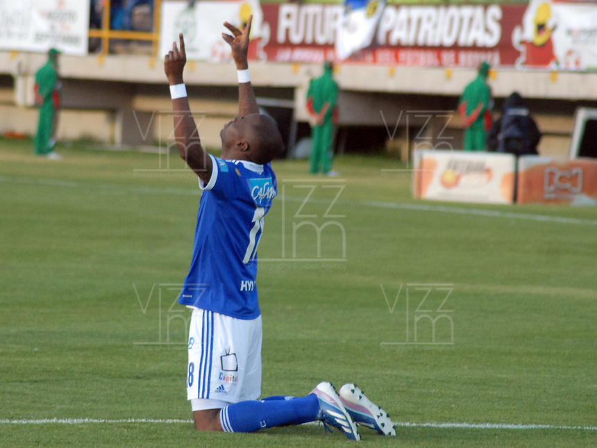 TUNJA -COLOMBIA, 05-10-2013. Wason Renteria de Millonarios celebra un gol en contra de Patriotas FC durante partido válido por la fecha 14 de la Liga Postobón II 2013 realizado en el estadio La Independencia en Tunja./ Wason Renteria of Millonarios celebrates a goal against Patriotas FC during match valid for the 14th date of Postobon  League 2013-1 at La Libertad stadium in Tunja. Photo: VizzorImage/Jose Miguel Palencia/STR