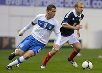 Scotland U21 Dylan McGeouch controls the ball infront of  Italy U21 Alessandro Florenzi