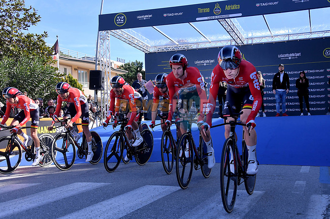 Lotto-Soudal team power off the start ramp of the 1st stage of the race of the two seas, 52nd Tirreno-Adriatico by NamedSport a 22.7km Team Time Trial around Lido di Camaiore, Italy. 8th March 2017.<br /> Picture: La Presse/Gian Mattia D'Alberto | Cyclefile<br /> <br /> <br /> All photos usage must carry mandatory copyright credit (&copy; Cyclefile | La Presse)