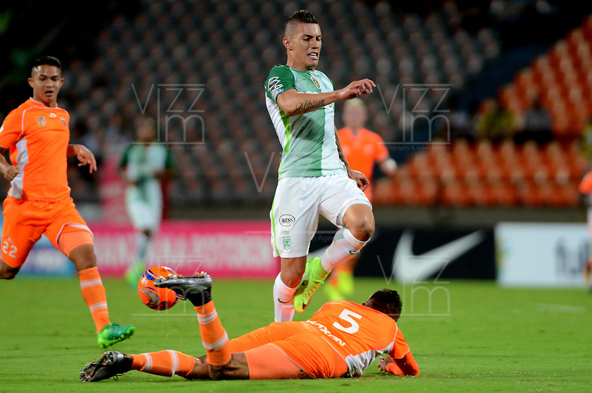 MEDELLIN-COLOMBIA- 16-04-2017.Mateus Uribe jugador del Atlético Nacional en Acción contra Envigado.. Acción de juego entre el  Atlético Nacional y   Envigado durante encuentro  por la fecha 13 de la Liga Aguila I 2017 disputado en el estadio Atanasio Girardot./ Mateus Uribe in actions against Envigado. Action game between  Atletico Nacional and  Envigado match date 13 for the League  I 2017 played at Atanasio Girardot stadium . Photo:VizzorImage / León Monsalve / Contribuidor
