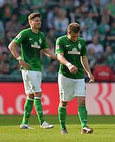 FUSSBALL   1. BUNDESLIGA   SAISON 2012/2013    32. SPIELTAG SV Werder Bremen - TSG 1899 Hoffenheim             04.05.2013 Philipp Bargfrede (re) und Sebastian Proedl (li, SV Werder Bremen)