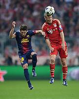 FUSSBALL  CHAMPIONS LEAGUE  HALBFINALE  HINSPIEL  2012/2013      FC Bayern Muenchen - FC Barcelona      23.04.2013 Jordi Alba (li, Barca) gegen Arjen Robben (re, FC Bayern Muenchen)