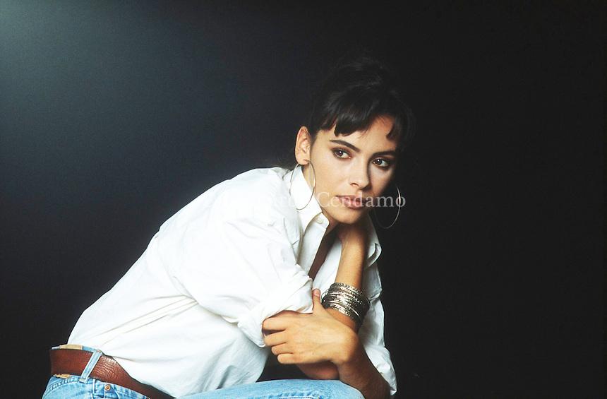 Mathilda May, all'anagrafe Karima Mathilda Haïm[1][2] (Parigi, 8 febbraio 1965), è un'attrice francese di origine turca, greca e svedese[3], in attività dalla metà degli anni ottanta. Mathilda May was born on February 8, 1965 in Paris, France as Karima Mathilda Haim. She is known for her work on The Jackal (1997), Space Vampires (1985) and La teta y la luna (1994). She was previously married to Philippe Kelly, Gérard Darmon and Paul Powell. See full bio » Venezia Lido, settembre 1991. Festival Internazionale del Cinema di Venezia. © Leonardo Cendamo