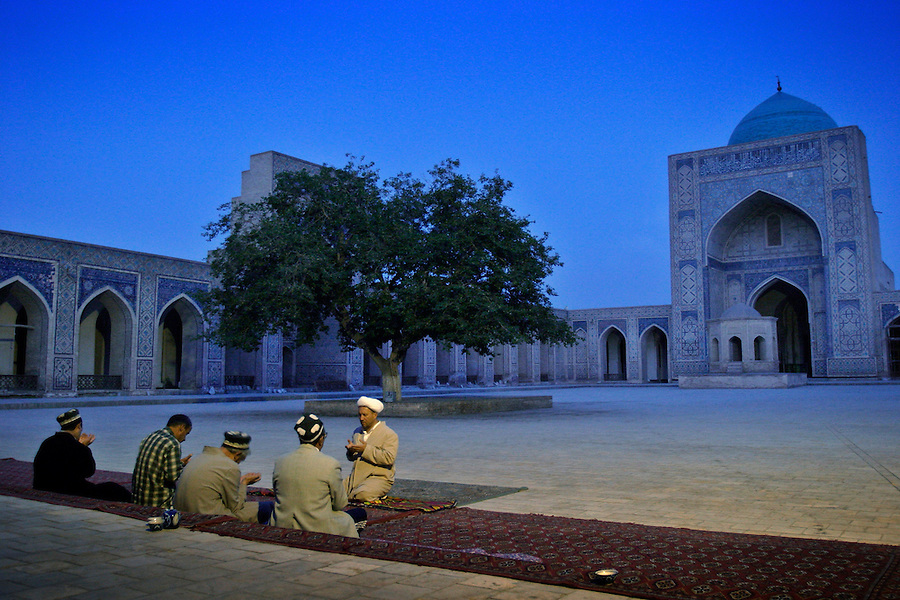Bukhara, Uzbekistan, 18/05/2004..Imam Gofurjon Razzokov leads dawn prayers in the Kalyan Mosque in the Poi-Kalyan Complex.