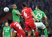 FUSSBALL   1. BUNDESLIGA   SAISON 2011/2012    12. SPIELTAG SV Werder Bremen - 1. FC Koeln                              05.11.2011 NALDO (li) und Claudio PIZARRO (re, Bremen) gegen die Koelner Kevin PEZZONI (Mitte) und Pedro GEROMEL (vorne, beide Koeln)