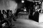 Comunidade Caldeirão, município de Itinga região do médio Jequitinhonha, Norte de Minas Gerais. Nessa região é possível encontrar dois tipos de biomas: caatinga e mata atlântica. A ASA Brasil, Articulação no Semiárido Brasileiro, tem implementado em diversas comunidades no Norte de Minas o Programa Uma Terra e Duas Águas (P1+2) e o Programa Um Milhão de Cisternas (P1MC) que tem como objetivo viabilizar a captação e armazenamento de água de chuva nessas comunidades para consumo humano, criação de animais e produção de alimentos. Entre os parceiros para implementação dos projetos tem destaque na região a Cáritas Diocesana de Araçuaí. Custódia Ferreira Gonçalves  e família