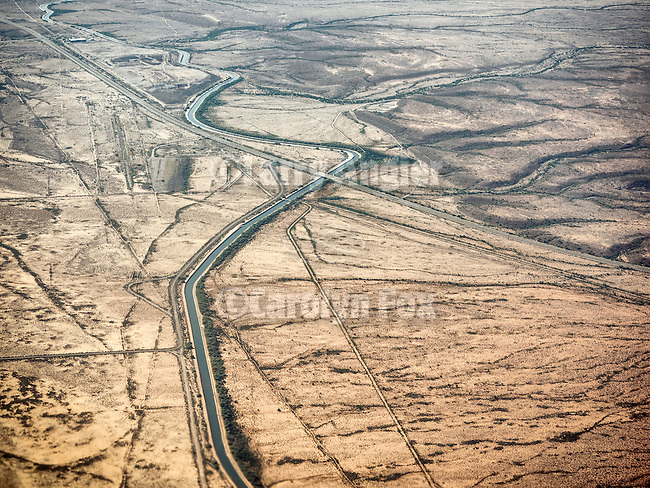 Beeline Highway and the Arizona Canal from a window seat approaching Phoenix, Arizona<br /> <br /> (Salt River Reservation)
