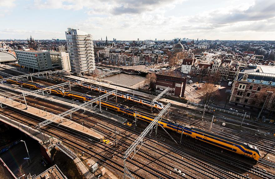 Nederland, Amsterdam, 14 maart 2013<br /> Uitzicht over Amsterdam vanaf het Havengebouw.<br /> Station Amsterdam Centraal met treinen, Ibis Hotel en oude stad,<br /> Foto(c): Michiel Wijnbergh