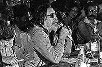 Orlando Villas Boasem ato publico contra o Projeto de Emancipaçao do Indio, teatro Tuca. Sao Paulo. 1978. Foto de Juca Martins.