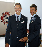FUSSBALL  1. BUNDESLIGA   SAISON 2012/2013  17.08.2012 S.Oliver Einkleidung beim FC Bayern Muenchen  Holger Badstuber (li) und Thomas Mueller