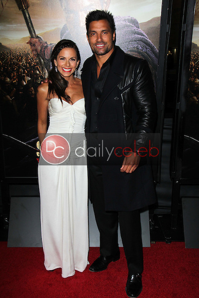Manu Bennett, Karin Horen<br />