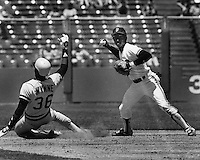 Giants Jose Uribe forces Wynne at 2nd. (1985 photo by Ron Riesterer)