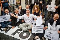 Roma 15 Settembre 2015<br /> Manifestazione davanti al Ministero dell'Economia  dei lavoratori &quot;Esodati&quot;, i lavoratori  che hanno perso occupazione e pensione con la legge del ministro del Lavoro Elsa Fornero, durante il Governo Monti. Sono 50 mila lavoratori senza stipendio e senza pensione dopo la riforma Fornero. Matteo Salvini, segretario della Lega Nord, partecipa alla manifestazione degli esodati.<br /> Rome September 15, 2015<br /> Rally outside the Ministry of Economy of workers &quot;esodati&quot;, workers who have lost jobs and retirement  with the law of the Minister of Labour Elsa Fornero, during the government Monti. Are 50,000 workers without pay and no pension after the reform Fornero. Matteo Salvini,(C) secretary of the Northern League, participated in the demonstration of esodati.