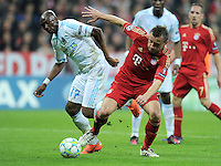 FUSSBALL   CHAMPIONS LEAGUE  VIERTELFINAL RUECKSPIEL   2011/2012      FC Bayern Muenchen - Olympic Marseille          03.04.2012 Stephane Mbia (li, Olympique Marseille) gegen  Ivica Olic (FC Bayern Muenchen)