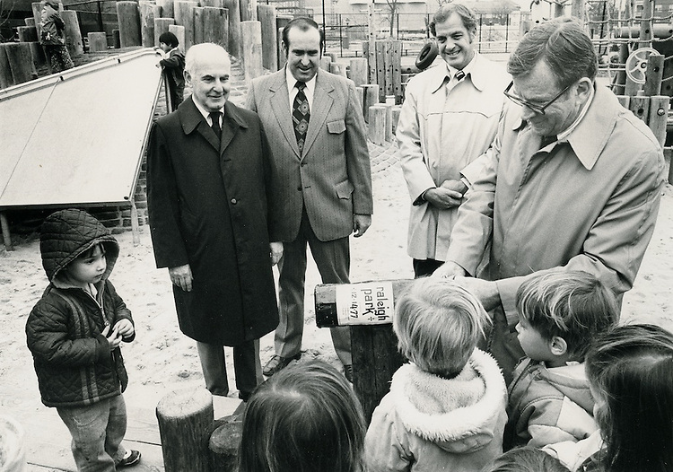 1977 December 14..Conservation.Ghent (R-43)..Raleigh Park playground in Ghent was dedicated in December to the City.  Its a favorite already....NEG#.NRHA#..