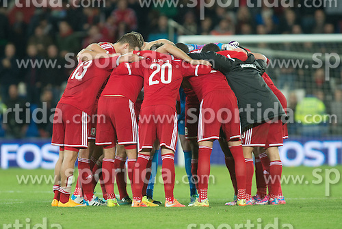 13.10.2014, City Stadium, Cardiff, WAL, UEFA Euro Qualifikation, Wales vs Zypern, Gruppe B, im Bild Wales' have a ten talk at the final whistle against Cyprus // 15054000 during the UEFA EURO 2016 Qualifier group B match between Wales and Cyprus at the City Stadium in Cardiff, Wales on 2014/10/13. EXPA Pictures &copy; 2014, PhotoCredit: EXPA/ Propagandaphoto/ Ian Cook<br /> <br /> *****ATTENTION - OUT of ENG, GBR*****