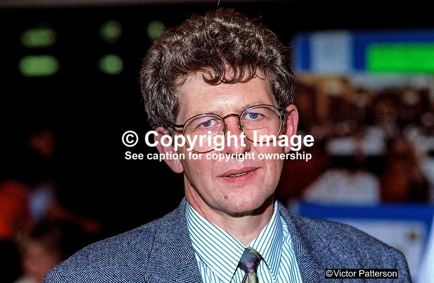 Don Foster, MP, Liberal Democrat, politician, UK, 19921077DF<br /> <br /> Copyright Image from Victor Patterson, 54 Dorchester Park, Belfast, UK, BT9 6RJ<br /> <br /> t1: +44 28 9066 1296<br /> t2: +44 28 9002 2446<br /> m: +44 7802 353836<br /> <br /> e1: victorpatterson@me.com<br /> e2: victorpatterson@gmail.com<br /> <br /> www.victorpatterson.com<br /> <br /> IMPORTANT: Please see my Terms and Conditions of Use at www.victorpatterson.com
