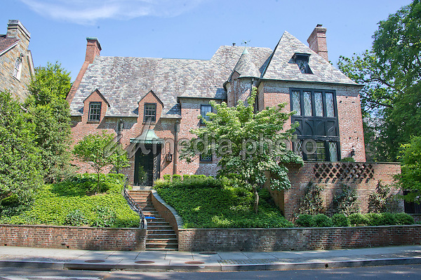 The obama 39 s family home after leaving white house for Buying a home in washington dc