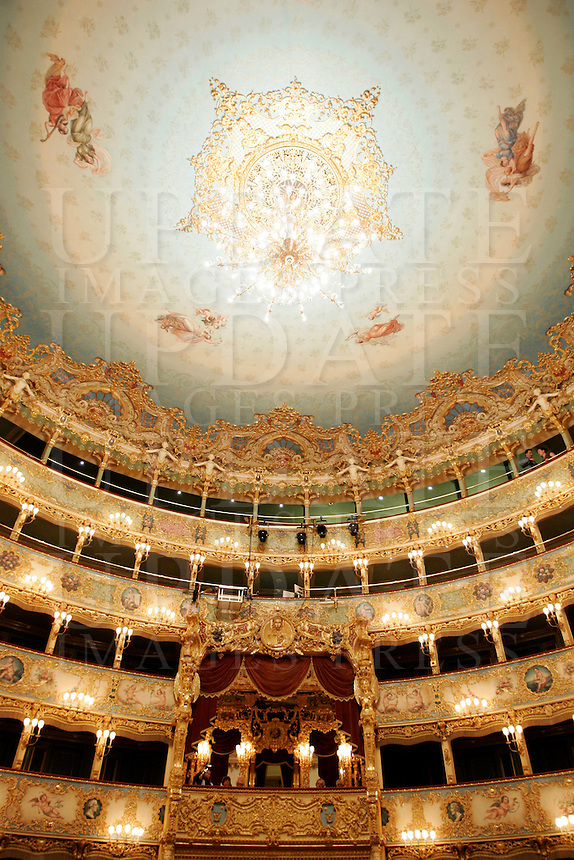 I palchi e il soffitto del Teatro La Fenice a Venezia.<br /> View of boxes and dome of La Fenice theater in Venice.<br /> UPDATE IMAGES PRESS/Riccardo De Luca