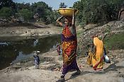 Village women are seen working in road construction within the NREGA (National Rural Employment Guarantee Act) in Medawar Kalan in Ballia district of Uttar Pradesh, India. Photo: Sanjit Das/Panos for Der Spiegel