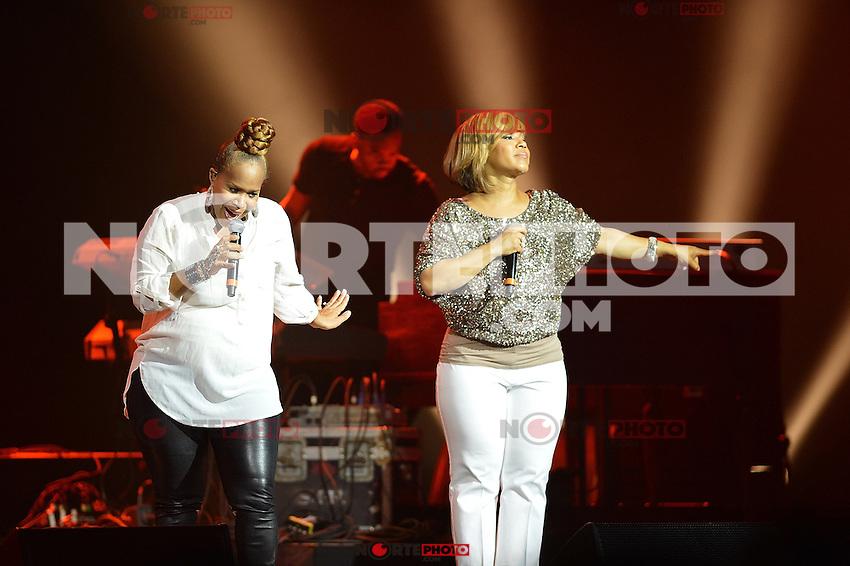 *Hollywood*, FL - 06 de mayo: Erica Campbell y Atkins Trecina Atkins-Campbell a duo de musica  llevado a cabo en el Hard Rock Live! en el Seminole Hard Rock Hotel &amp; Casino el 6 de mayo de 2012 en *Hollywood*, *Florida*.<br /> (Foto:&copy;Mediapunch/NortePhoto.com*)<br /> **SOLO*VENTA*EN*MEXICO**<br /> **CREDITO*OBLIGATORIO** <br /> *No*Venta*A*Terceros*